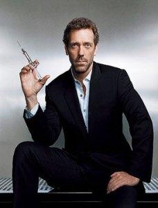 O ator americano Hugh Laurie vive o mal-humorado médico House, na série homônima
