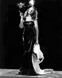 Rita Heyworth. Cigarro ajudava na composição da fatal Gilda