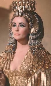 Liz Taylor imortalizou uma Cleópatra de beleza estonteante, bem diferente da rainha egípcia real