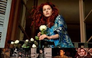 Cena do filme O perfume. Homem obcecado pelo cheiro de belas mulheres inicia uma série de assassinatos na França do século XVIII