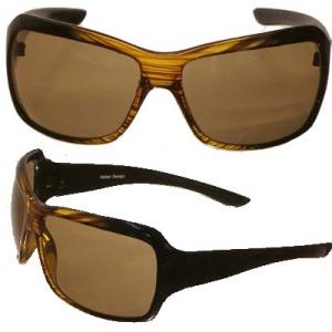 Especialistas recomendam óculos de sol de lentes marrons, verdes ou pretas, que filtram melhor a luz e os raios UVA e UVB